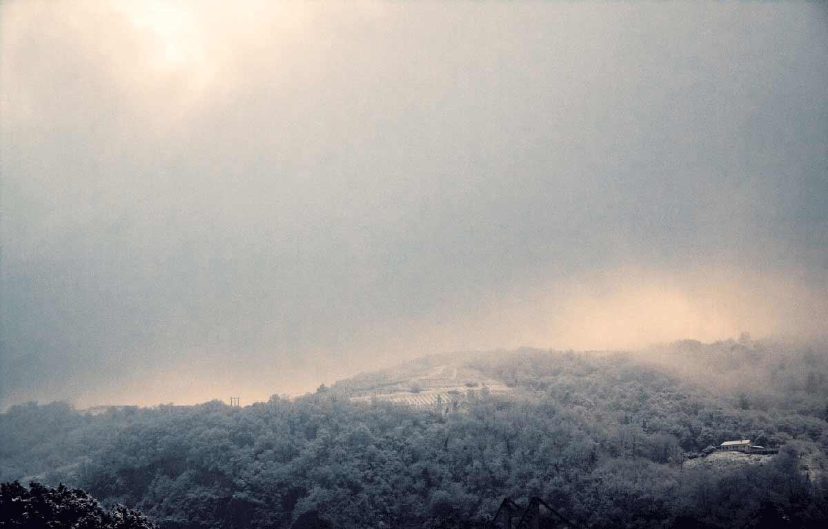 Paysage enneigé, les collines de serrières en ardèche, sous un léger manteau neigeux © Kevin Amiel