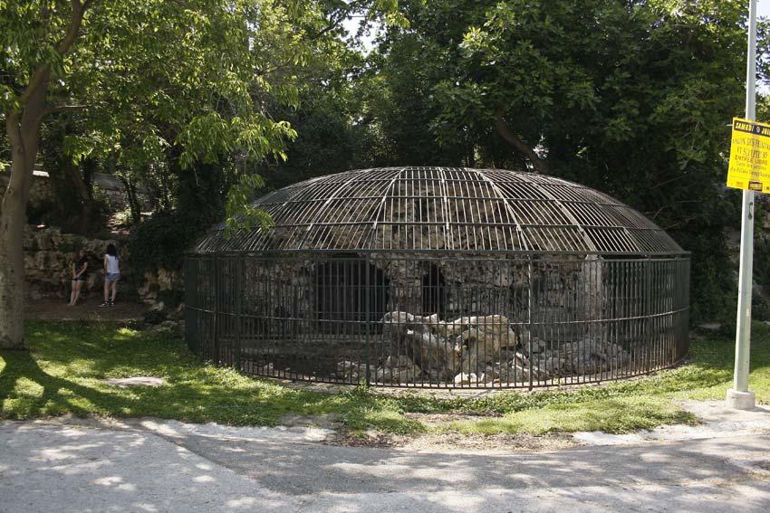 cage du jardin zoologique du palais longchamp © Kevin Amiel