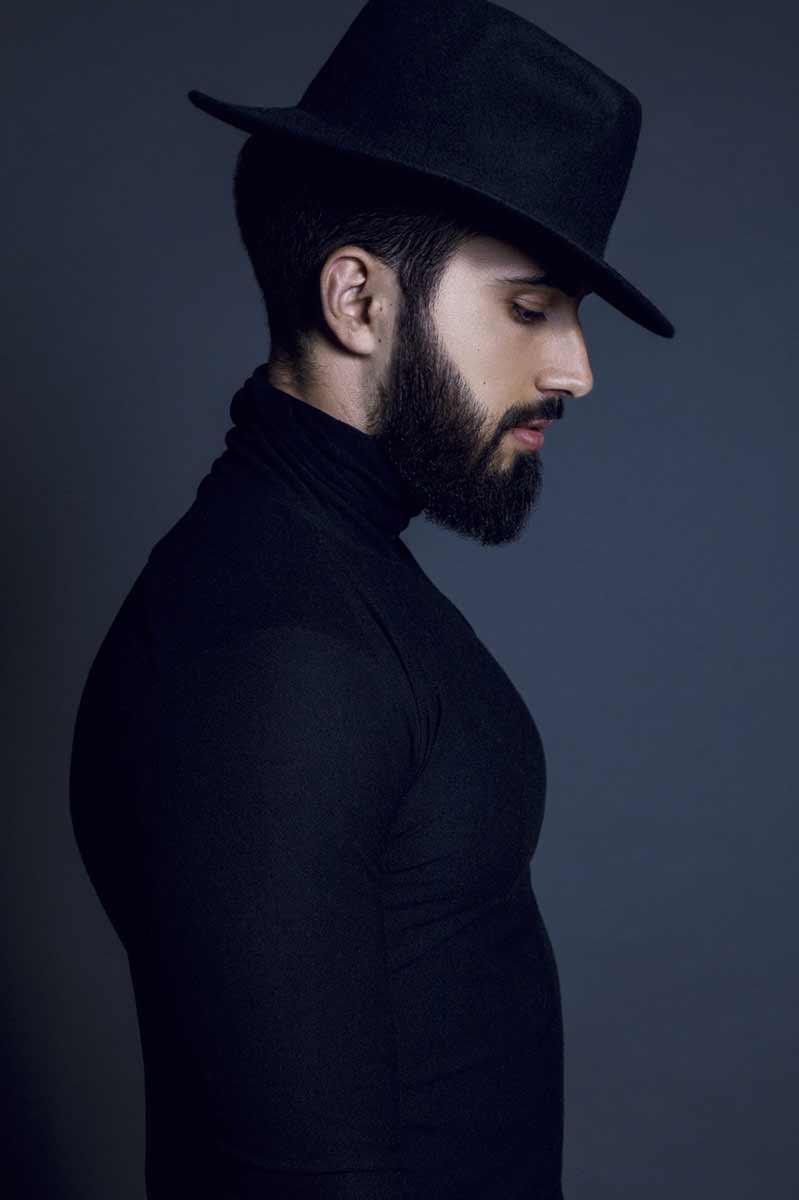 Portrait de Venceslas portant un chapeau © Kevin Amiel