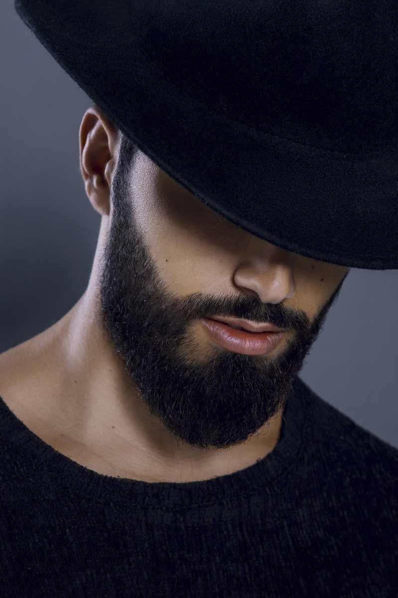 Portrait au chapeau de Vencelas réalisé en studio © Kevin Amiel