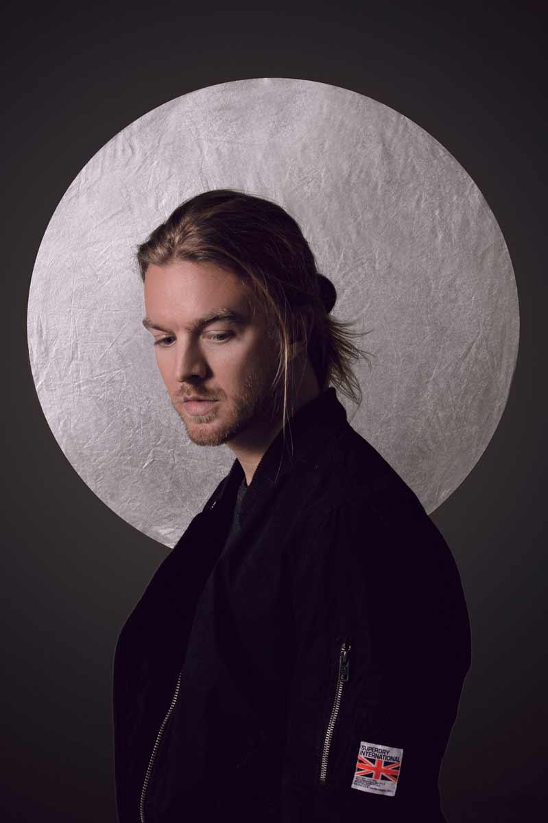 Portrait de Thierry Amiel en blouson © Kevin Amiel